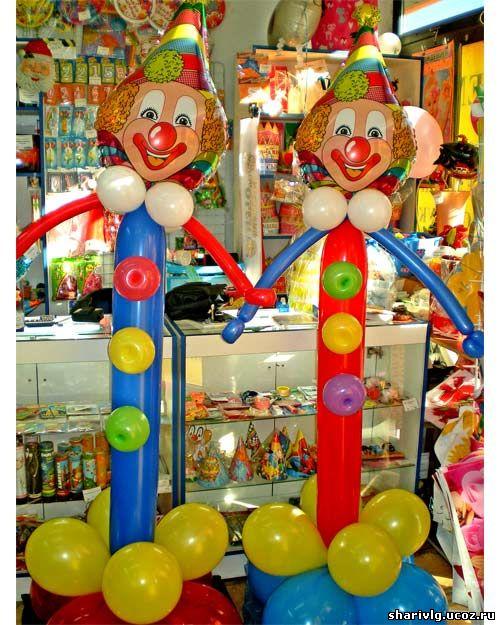 Высокий клоун из воздушных шаров
